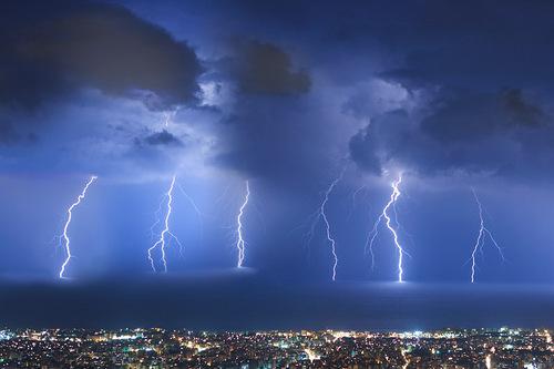 Thunderstorms-thunderstorm-24879713-500-333